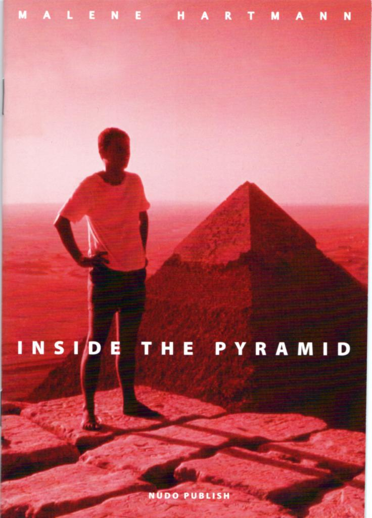 Inside the pyramid, artist book af Malene Hartmann